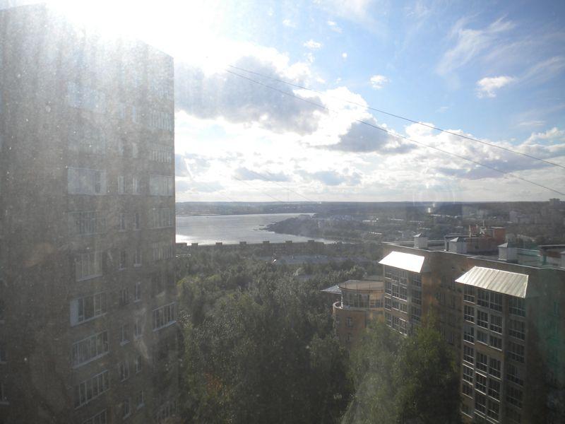 Из окна квартиры Татьяны Шадриной виден пруд. Фото ©День.org