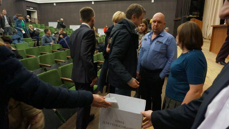 Голосование длилось от силы минуты три. Фото: © «ДЕНЬ.org»