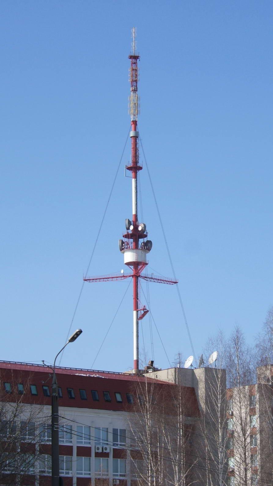 Телевышка на ул. Песочной, откуда вещают практически все радиостанции Ижевска. Фото: vcfm.ru