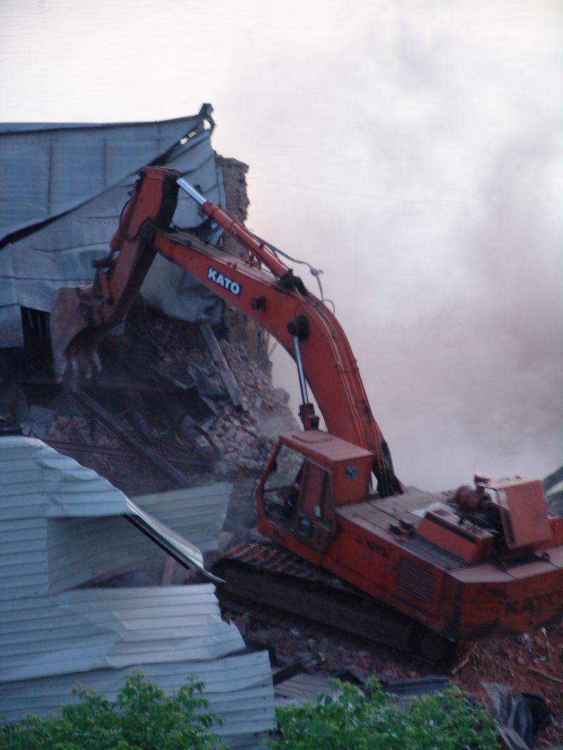"""Начало разрушения. 4 июня 2010 года. Фото из архива ©газета """"День"""""""