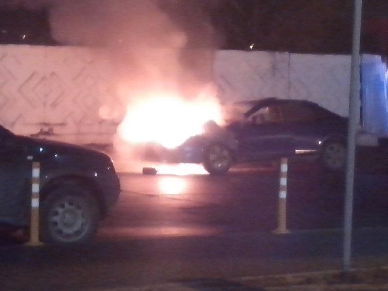 ВИжевске околоТЦ «Талисман» сгорел автомобиль