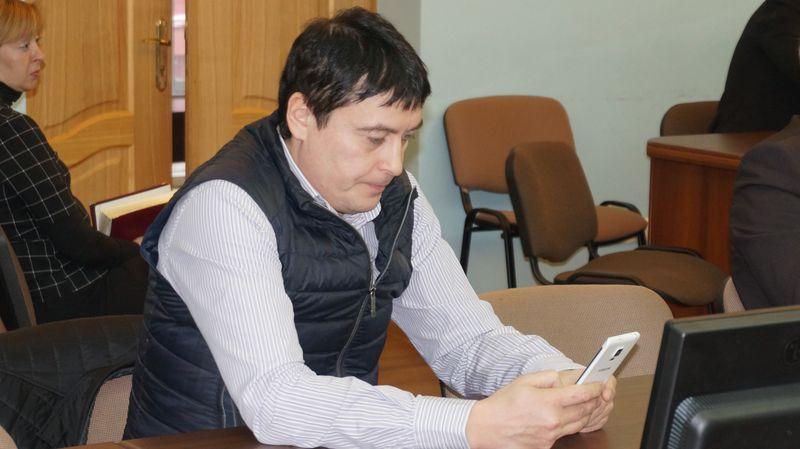Альфред Зиннатуллин ушел с заседания до его окончания — разбираться с аварией на ЦТП. Фото: ©«ДЕНЬ.org»