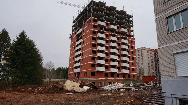 Домом на Петрова, 49 в Ижевске, который долгое время не строит «Инвест-проект», занялись правоохранители — они, по информации Минстроя Удмуртии, ищут вложенные дольщиками 80 млн рублей...читать далее