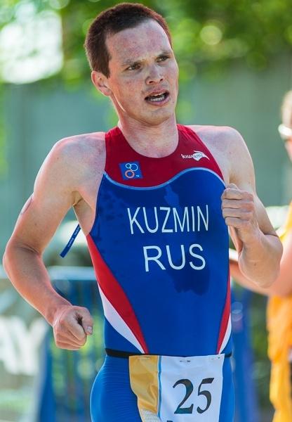 Финиширует Максим Кузьмин