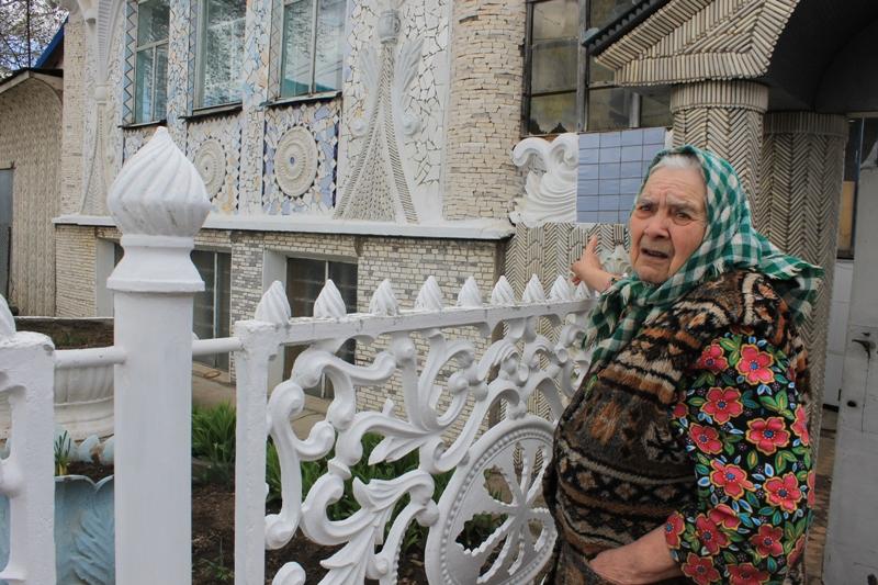 Хозяйка дома Клавдия Степановна Андреева. Фото: © «ДЕНЬ.org»