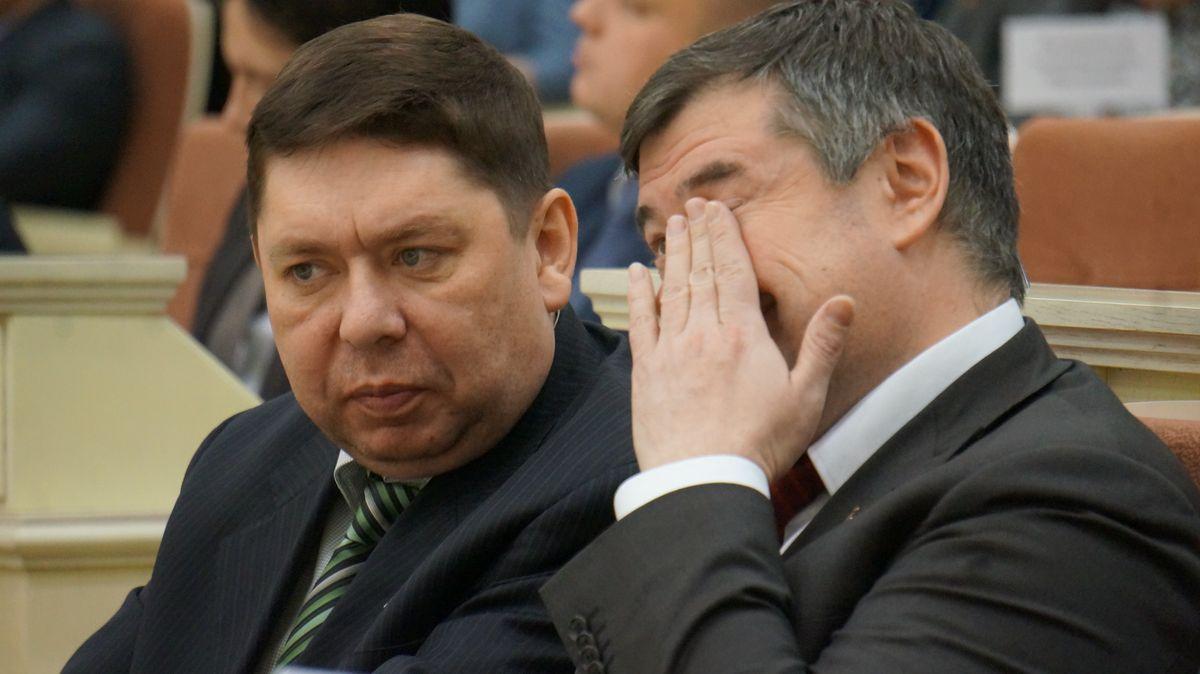 Андрей Блинов и Владимир Чепкасов сегодня на сессии сидели, как обычно, рядом. Фото: © «ДЕНЬ.org»