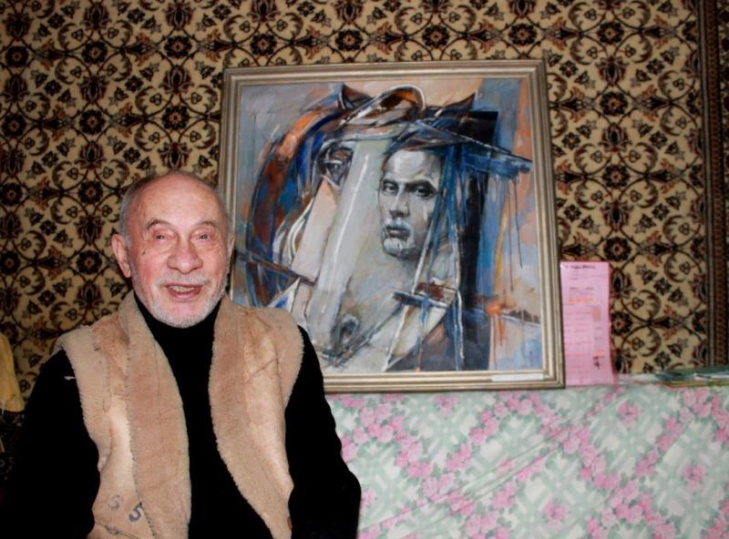 Медведев рядом с автопортретом. Фото: © «ДЕНЬ.org»
