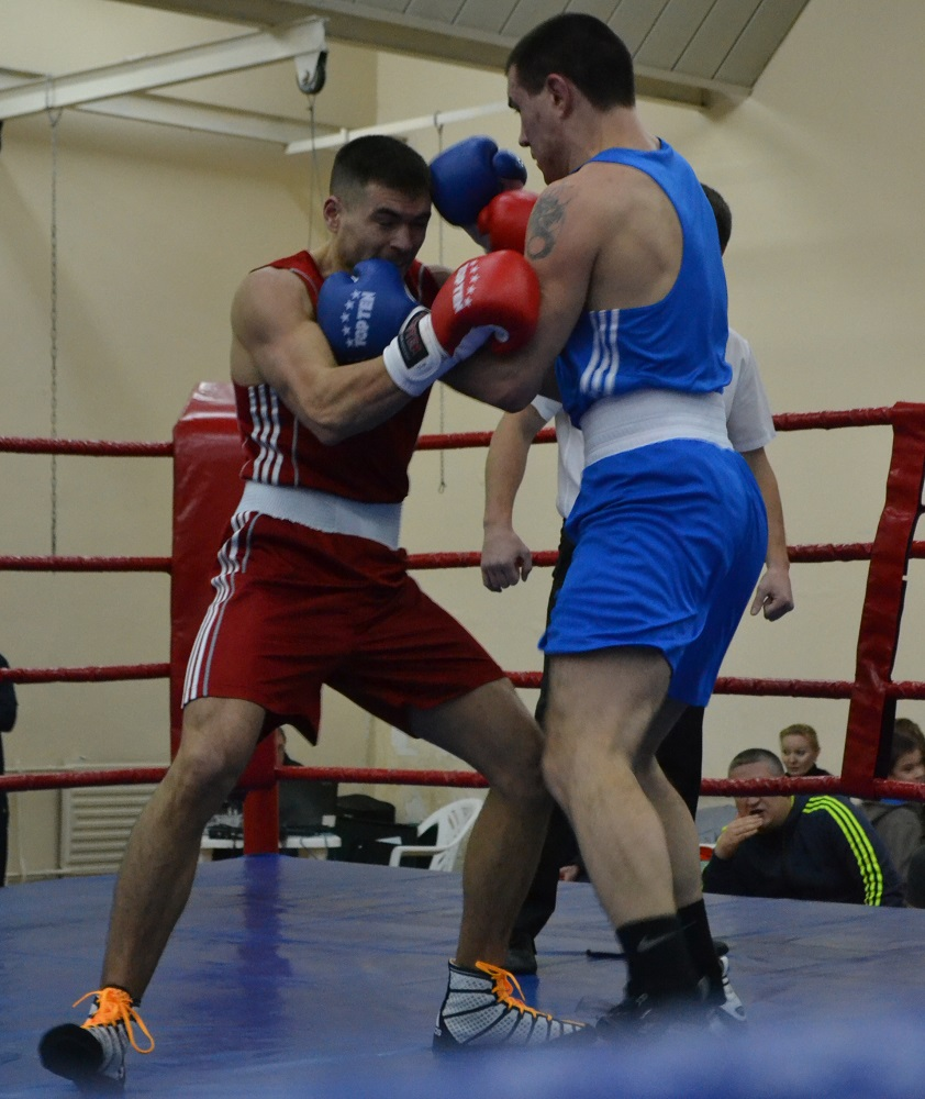 Момент финального боя в весовой категории 81 кг на турнире «Память». Фото: Николай Польчёнок