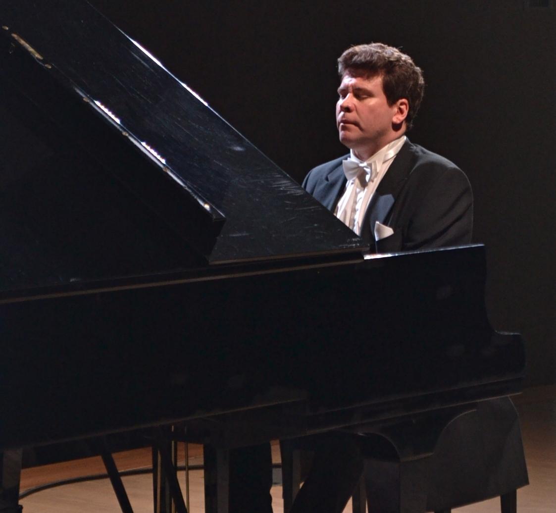 Денис Мацуев играет карьерную премьеру Семнадцатой сонаты Бетховена. Фото: Александр Поскребышев