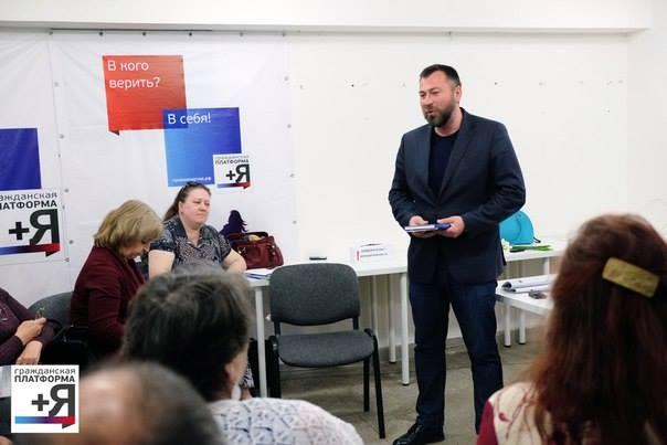 Сергей Буторин на встрече с литературным клубом пенсионеров. Фото: facebook.com