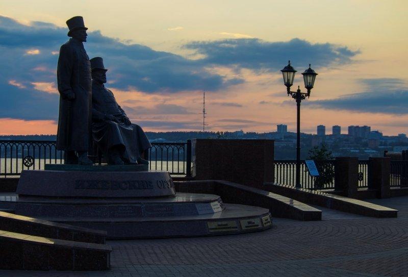 Памятник оружейникам Удмурии. Фото: fotokto.ru