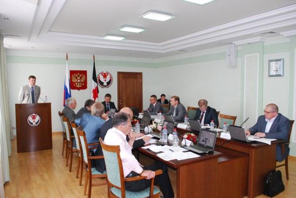 Одно из заседаний Совета по инновационному развитию УР. Фото: innovudm.ru