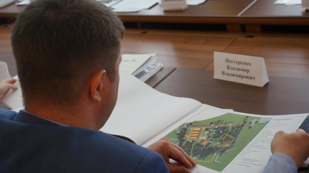 Новую концепцию развития Березовой рощи в Ижевске, или, как ее чаще называют местные жители, Козьего парка, представили на суд Инвестиционного совета города. Есть даже инвестор — он представил проект облагораживания территории, в котором превалирует спортивная составляющая. Впрочем, единственной мыслью, так или иначе поддержанной депутатами Гордумы Ижевска, была фраза — «готовый инвестор на вес золота». Остальное — архитектурная часть, планирование территории парка — подверглось серьезной критике... Читать далее...