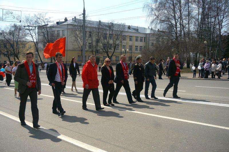 Колонна коммунистов подошла к Центральной площади, когда демонстрация официально была объявлена закрытой. Фото ©День.org