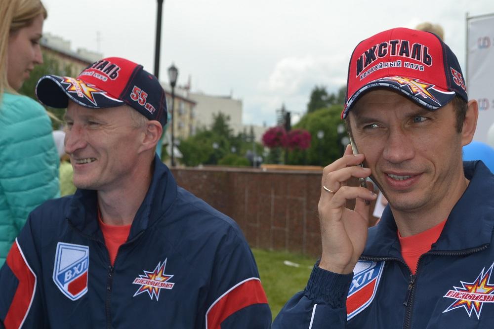 Ильназ Загитов (справа) и Алексей Вахрушев проработали локоть к локтю в одном тренерском штабе всего один сезон. Фото: Александр Поскребышев