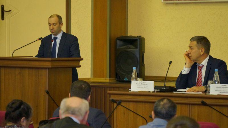 Денис Детинкин не мог не пожаловаться на «Городскую УК». Фото: © «ДЕНЬ.org»