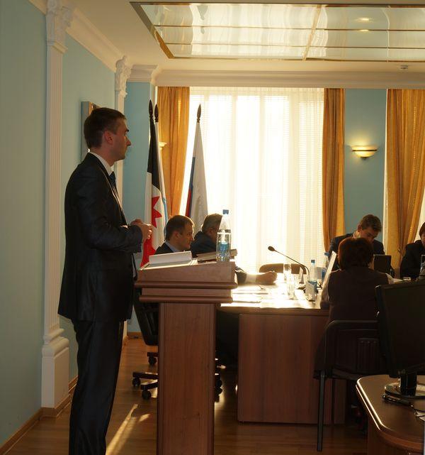 Ярослав Балобанов на осенних депутатских слушаниях по поводу провального старта отопительного сезона. Фото: © «ДЕНЬ.org»