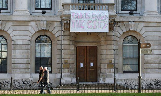 """""""Верните город"""" - при таком количестве пустующей недвижимости для Ижевска это тоже актуально. Фото: i.guim.co.uk"""