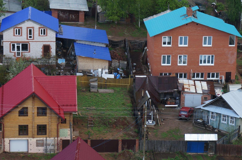 Восточный поселок. Между малоэтажкой и соседними домами - не более 20 метров. ©День.org