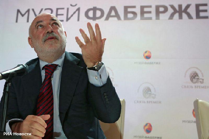 Известный олигарх и меценат Виктор Вексельберг умеет разложить «яйца» по разным «корзинам». Фото: РИА Новости