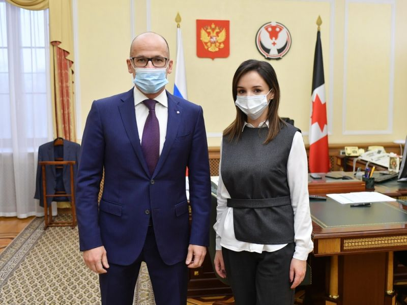 Глава УР Александр Бречалов и новый вице-премьер Эльвира Пинчук. Фото: udmurt.ru