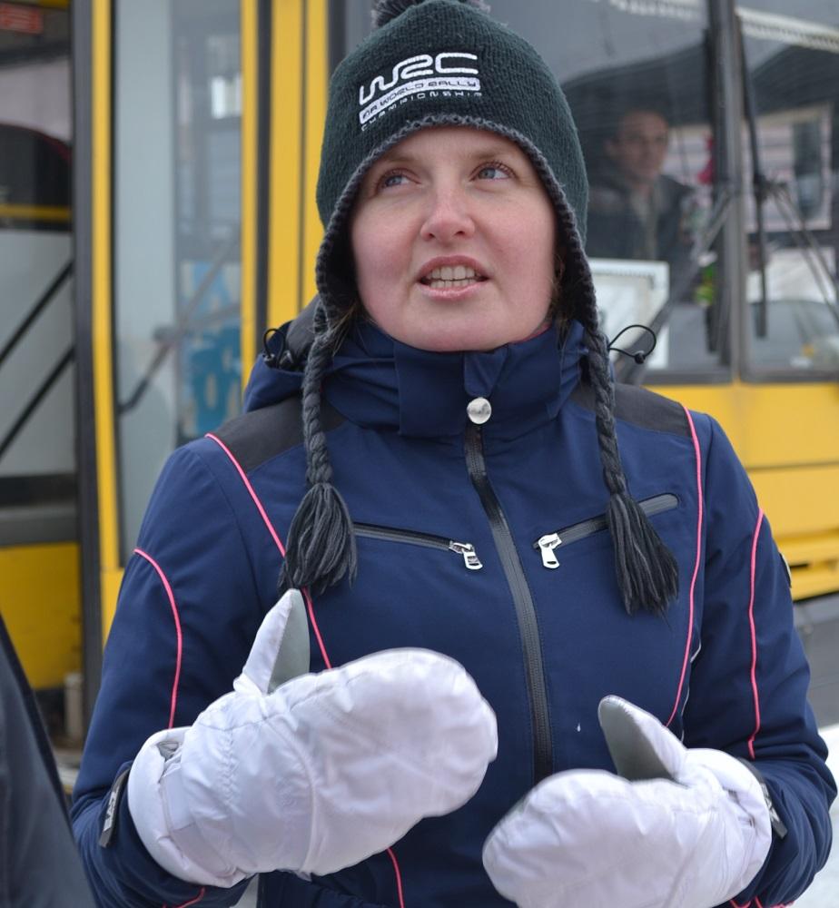 Наталья Гольцова выступает на треке не только как пилот, но и в качестве наставника. Фото: Александр Поскребышев