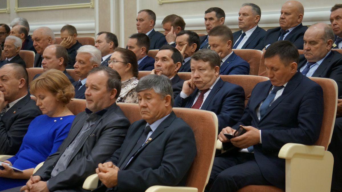 В случае укрупнения районов ряды глав муниципальных образований на сессиях Госсовета поредеют. Фото: © «ДЕНЬ.org»