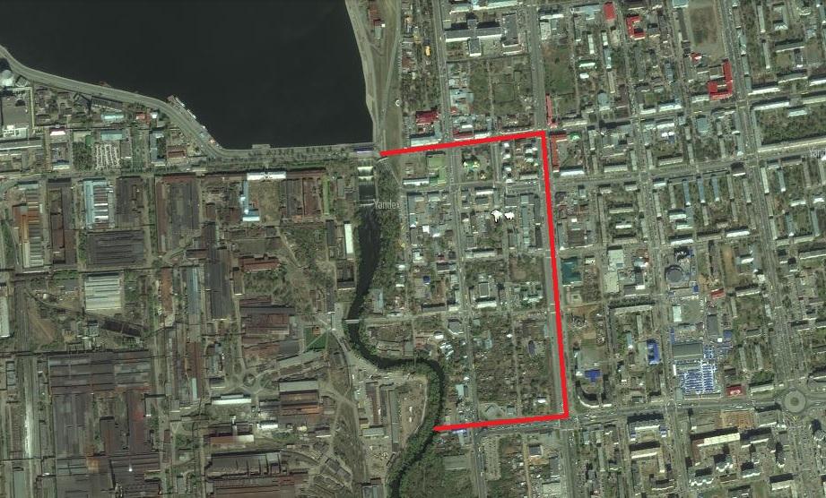 Территория, которая будет застраиваться, ограничена красными линиями и руслом реки Иж. Фото: maps.yandex.ru