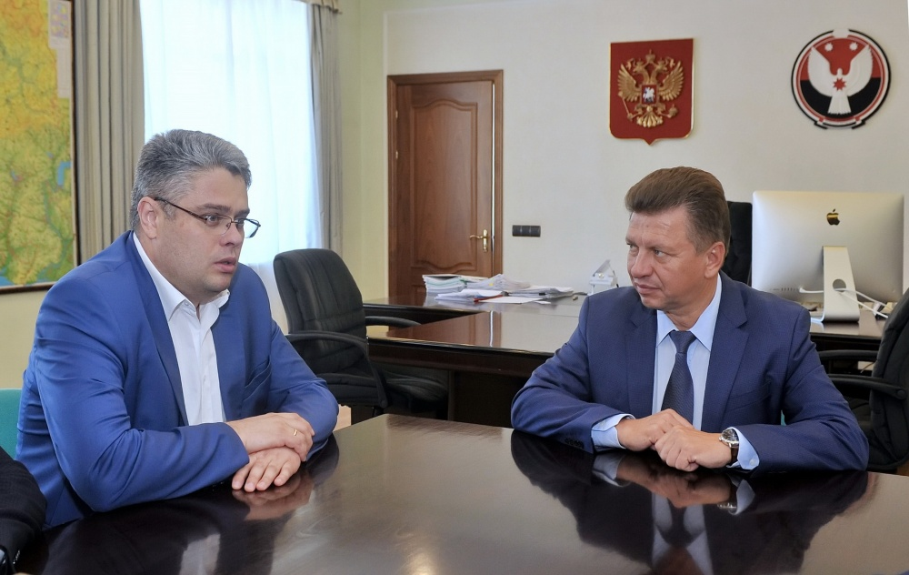 Перед поездкой в Сарапул Илья Кривогов встретился с Виктором Савельевым. Фото: пресс-служба главы и правительства УР.