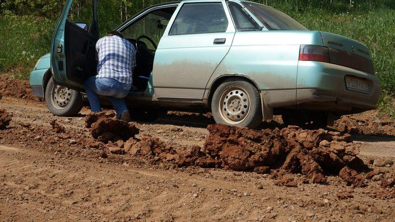 Такую дорогу не выдерживают ни люди, ни машины.Фото: © «ДЕНЬ.org»
