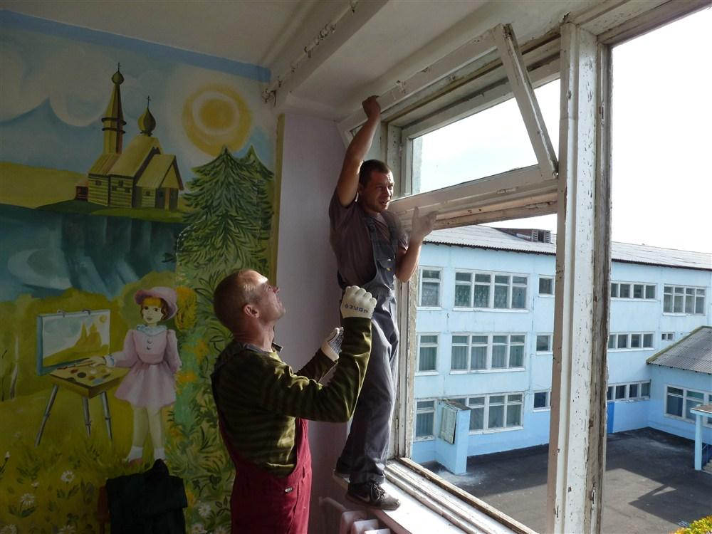 Кто же все-таки будет выполнять планы администрации Ижевска по замене окон? Фото: vseoknatyt.ru