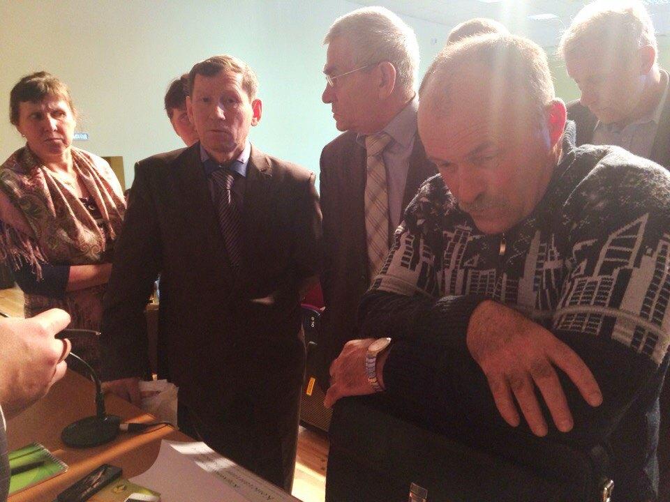 Руководитель сельхозпредприятия, которому отказывают в строительстве новой фермы. Фото: «ДЕНЬ.org»