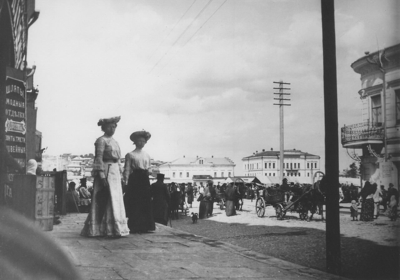В начале XX века Сарапул хоть и был значительно меньше Ижевского завода по размеру, но на Париж походил куда больше. Фото: fejerverk-krasok.ru