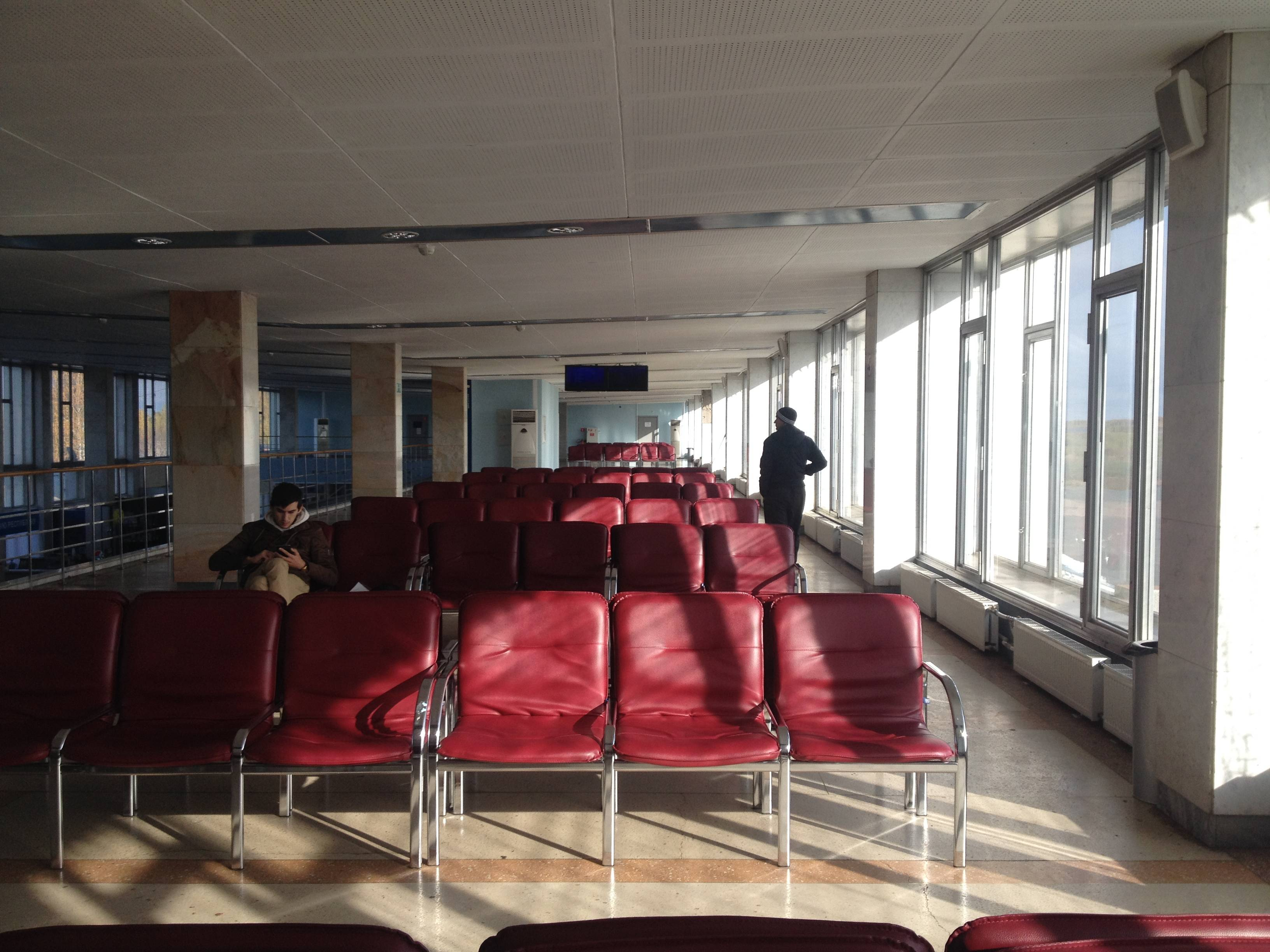 Пустынные будни ижевского аэровокзала. Фото: © «ДЕНЬ.org»