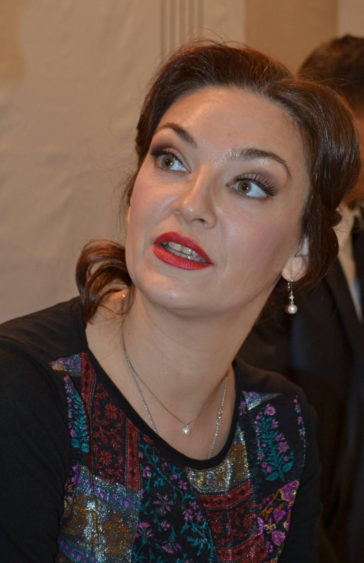 На автограф-сессии Наталия Мельник была столь же эмоциональной и искренней. Фото: Александр Поскребышев