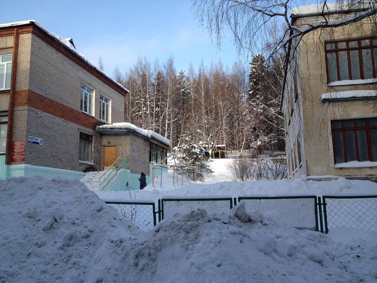 Два совершенно разных здания — судьба одна. Фото: © «ДЕНЬ.org»