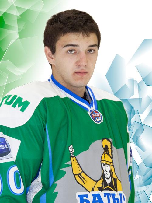 Марат Карлиев может угрожать соперникам кулаком, как тот самый батыр на свитере «Батыра». Фото: hcbatyr.ru