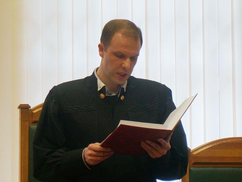Судья Владимир Красноперов зачитывает приговор. Фото: «ДЕНЬ.org»