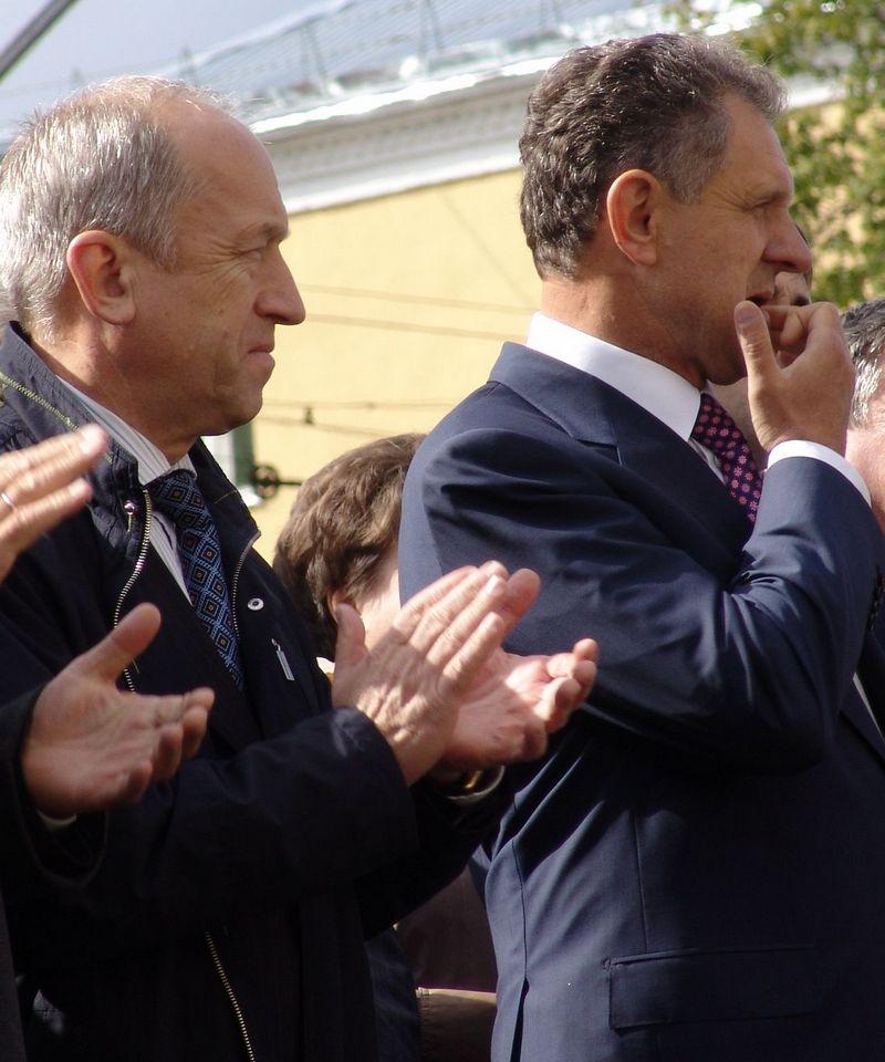 Бывшие премьер Юрий Питкевич и президент Александр Волков, должно быть, с большой заинтересованностью ждут реванша от своего политического подроста. Фото: архив газеты «День»