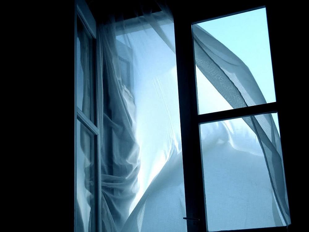 ВИжевске изокна четвертого этажа выпала пенсионерка