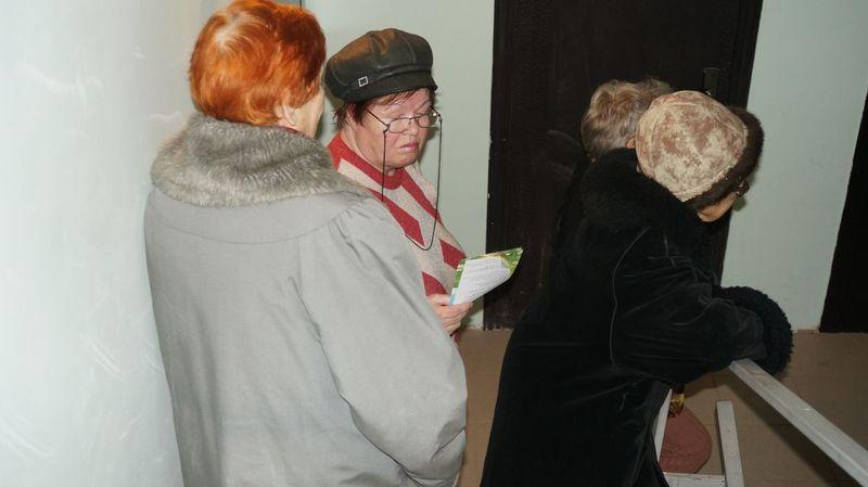 Несколько пенсионеров из-за переживаний за свои квартиры уже попали в больницу. Фото ©День.org