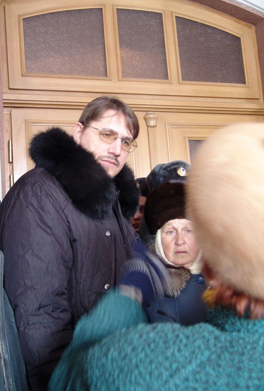 Начальнику управления по внутренней политике приходилось часто отвечать за политику своего руководства. 26 февраля 2007 года. Фото из архива ©газета «День»