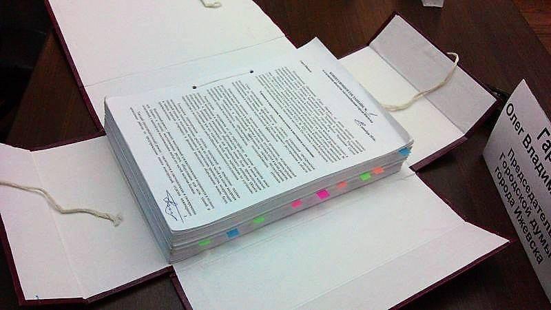 Оригинал концессионного соглашения по теплосетям Ижевска. Фото: «ДЕНЬ.org»