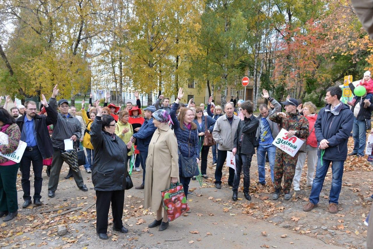 Фото: vk.com. Активисты Ижевского Градсовета на бульваре Гоголя. 2014 год.