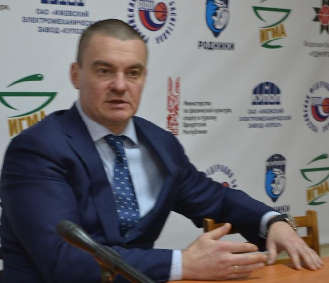 Константин Стародумов говорит, что с мыслями о команде живет 24 часа в сутки. Фото: Николай Польчёнок.
