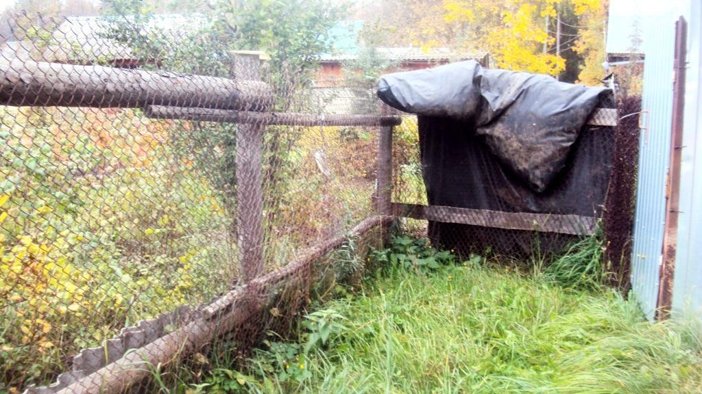 Огороженный переулок сеткой-рабицей. Фото: © «ДЕНЬ.org»