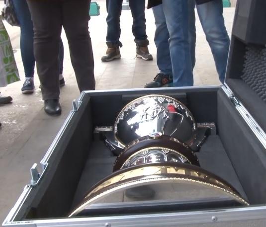 Кубок Братины уже прибыл в Альметьевск перед завтрашней игрой. Кадр видео с YouTube
