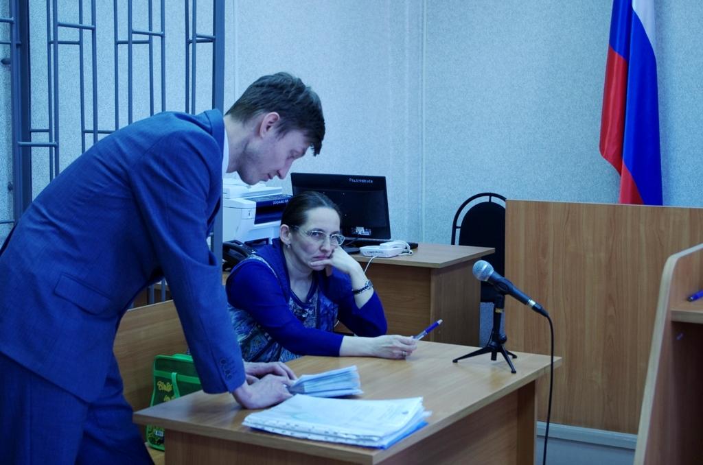 Яна Кузнецова и ее адвокат Андрей Тронин. Фото: © «ДЕНЬ.org»