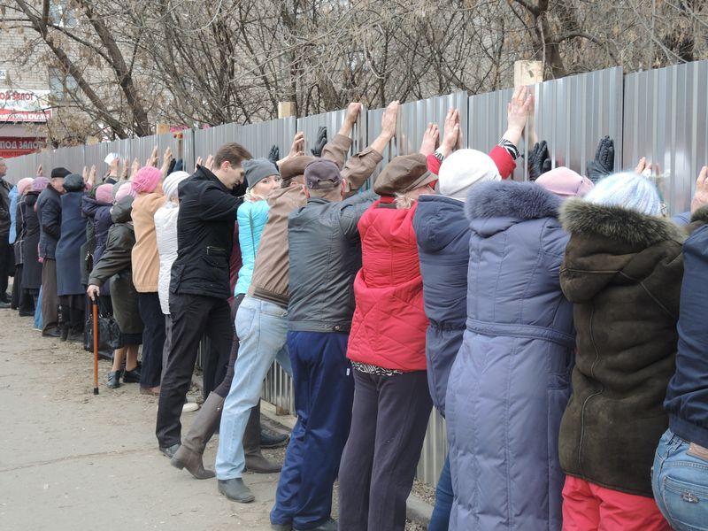 Планы застройщика упёрлись в интересы жителей соседних домов. Фото ©День.org