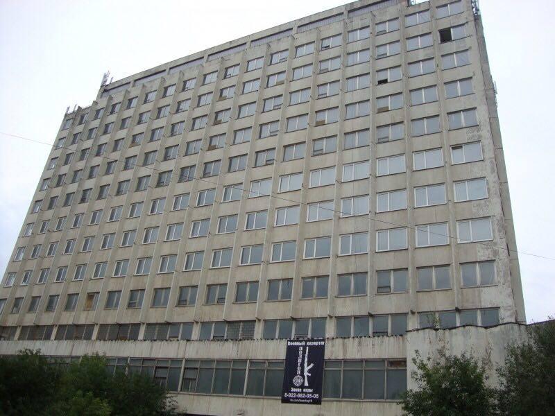 Вот это здание вовлекать в хозяйственный оборот будет Центр инвестиционного развития Удмуртии. Фото: © «ДЕНЬ.org»